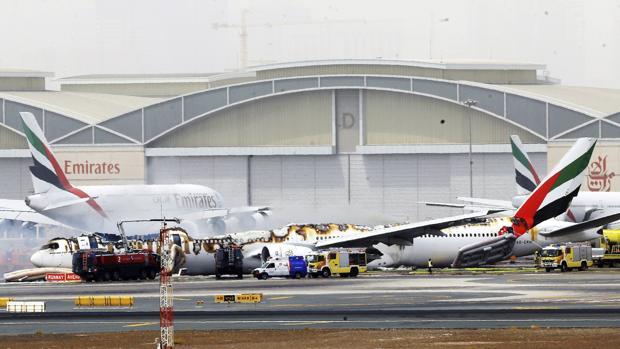 Imagen del avión de la compañía Emirates que sufrió un accidente al aterrizar en el Aeropuerto de Dubái