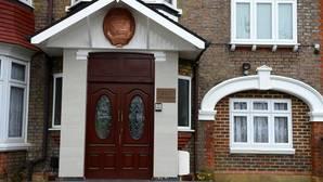 Deserta y huye con su familia el «número dos» de la embajada de Corea del Norte en Londres