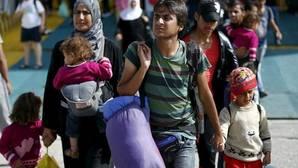 Grecia reinicia devoluciones a Turquía y traslada a ocho sirios en avión