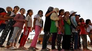 Alemania acepta acoger a cientos de refugiados varados en Italia