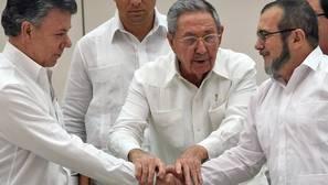 El Gobierno colombiano y las FARC firman el pacto definitivo por la paz