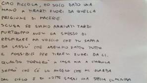 La emotiva carta de un bombero a una niña víctima del terremoto de Italia: «Perdónanos por llegar tarde»
