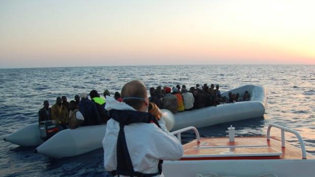 Imagen de una de las embarcaciones rescatadas este domingo