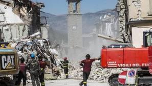 Protección Civil Italia confirma la cifra de 290 muertos y 2.900 asistidos por el seísmo