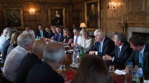 May descarta otro referéndum y seguir en la UE «por la puerta trasera»