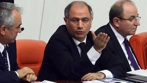 Dimite por sorpresa el ministro del Interior de Turquía