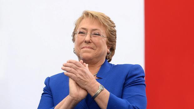 La mandataria Michelle Bachelet el viernes 24 de abril de 2015 en el Palacio de La Moneda en Santiago de Chile