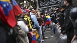 La marcha de Caracas resiste las provocaciones del chavismo