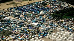 París desmantelará «la jungla» de inmigrantes de Calais «progresivamente»