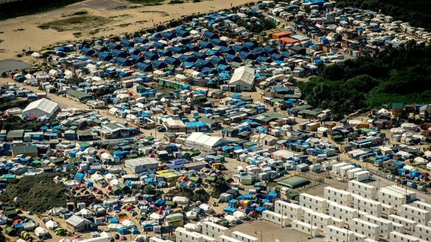 Imagen aérea del campo de refugiados de Calais