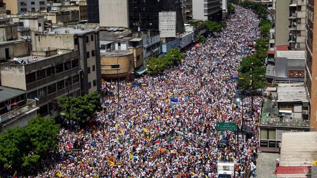 Vista de la última marcha a favor del revocatorio a Nicolás Maduro