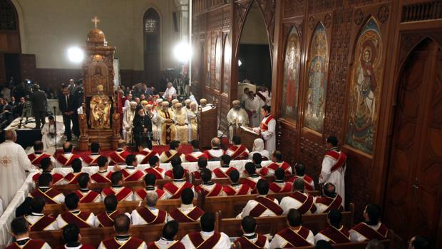 El papa de la Iglesia Ortodoxa Copta, Shenuda III, celebraba el 6 de enero de 2012 la Misa del Gallo, que marca el comienzo de la Navidad ortodoxa, en la catedral cairota de Abasiya