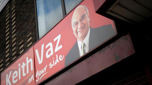 Imagen de Vaz en una sede del partido Laborista en Leicester,