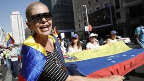 Miles de venezolanos «toman» Madrid para exigir el revocatorio contra Maduro