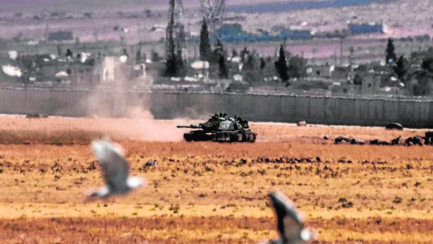 Un tanque turco, ayer durante un un enfrentamiento con Daesh