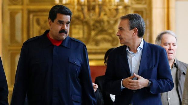 Rodríguez Zapatero (derecha), con Nicolás Maduro el pasado mes de julio en el Palacio de Miraflores