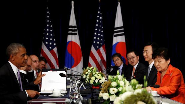 Barack Obama, hoy, durante una reunión bilateral con la presidenta de Corea del Sur en la cumbre de ASEAN