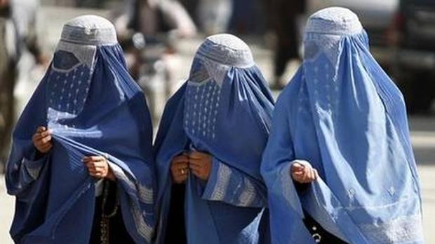 Daesh prohíbe el burka en lugares estratégicos por motivos de seguridad