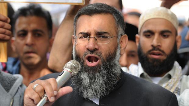 Anjem Choudary, en 2012 durante las protestas en apoyo a un clérigo islamista que iba a ser extraditado