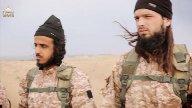 Imagen de archivo de dos combatientes del grupo terrorista Daesh