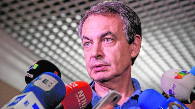 José Luis Rodríguez Zapatero se dirige a los medios de comunicación a su llegada al aeropuerto internacional de Maiquetía, el pasado julio