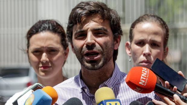 El diputado venezolano Juan Andres Mejía, declara junto a Rosaura Valentini de Goicochea, esposa del preso