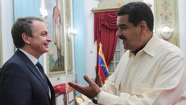 El expresidente Zapatero durante uno de sus encuentros con Maduro