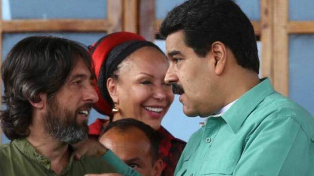 El español Alfredo Serrano Mancilla, junto al presidente de Venezuela, Nicolás Maduro