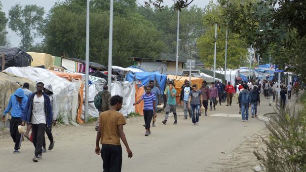 Campo de refugiados de Calais, en Francia, conocido también como «La Jungla» dónde se construirá el muro