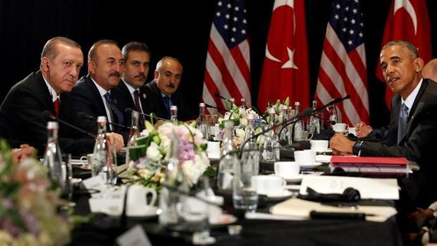 Los mandatarios estadounidense y turco, Barack Obama y Recep Tayyip Erdogan, presiden una reunión durante la cimbre del G-20 en China