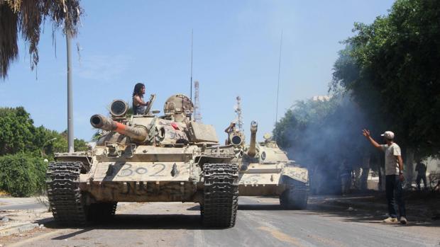 Fuerzas armadas libias entrando en la ciudad de Sirte