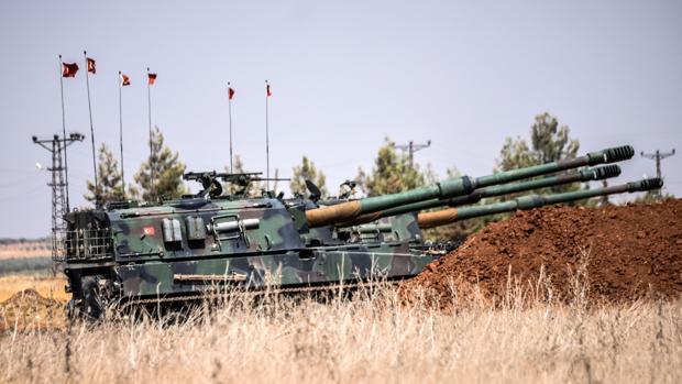 Tanque del Ejército turco durante los enfrentamientos entre los soldados otomanos y los miembros de Daesh en el norte de Siria