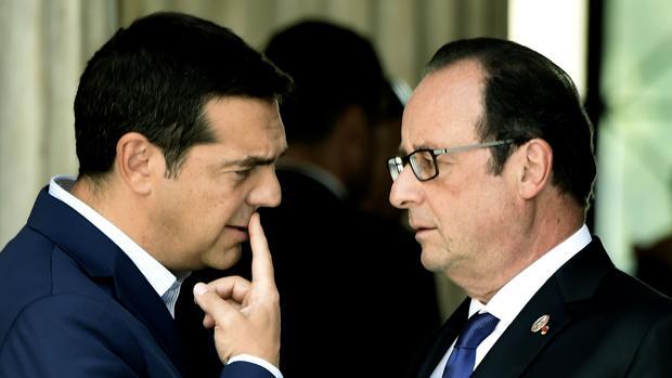 El primer ministro griego, Alexis Tsipras, con el presidente francés, François Hollande, en Atenas