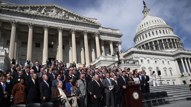 Un grupo de congresistas conmemoran el 11-S este viernes junto al Capitolio