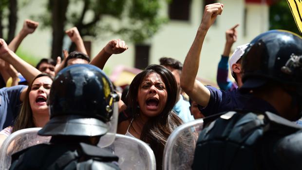 Protesta de la oposición este miércoles en Los Teques (Miranda) para exigir que se active el referéndum revocatorio contra Nicolás Maduro