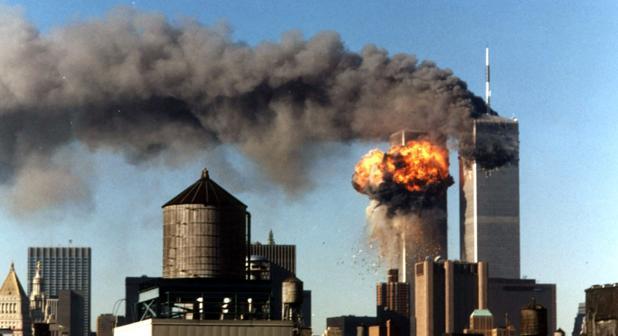 Momento en el que impacta el segundo avión en las Torres Gemelas en la mayor masacre de la historia