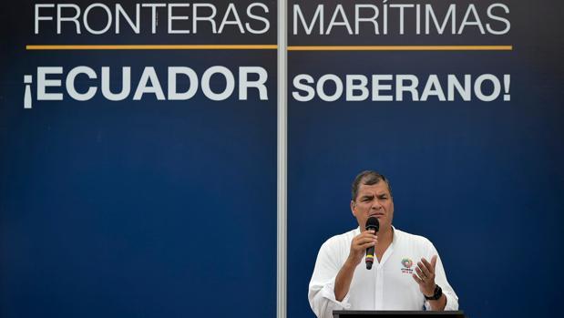 El presidente de Ecuador, Rafael Correa, habla después de firmar un acuerdo para delimitar las fronteras marítimas entres su país y Costa Rica