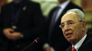 El expresidente israelí Simon Peres, hospitalizado y en coma inducido