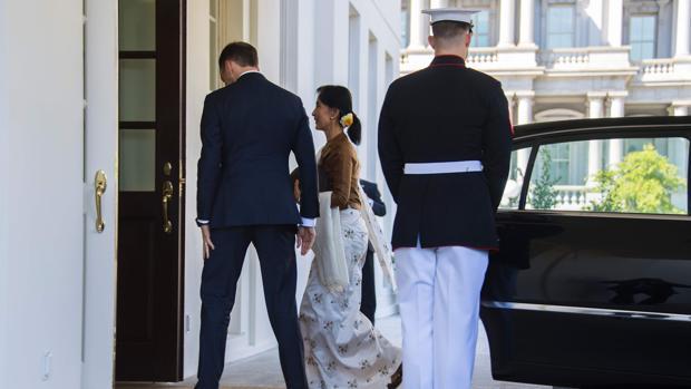 La jefa de facto del Gobierno de Birmania, Aung San Suu Kyi, a su llegada a la Casa Blanca
