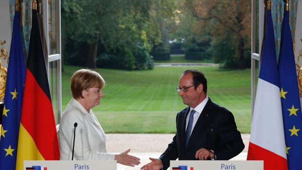 Angela Merkel y François Hollande en su rueda de prensa en el Elíseo este jueves, en la víspera de la cumbre de Bratislava