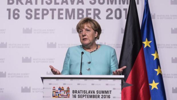 La canciller alemana, Angela Merkel ofrece una rueda de prensa al finalizar la cumbre informal de jefes de Estado y de Gobierno de la Unión Europea (UE) en Bratislava