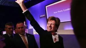 Diane James sustituye a Nigel Farage al frente de UKIP