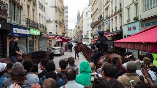 Gran despliegue policial en París por una falsa alarma terrorista, este sábado