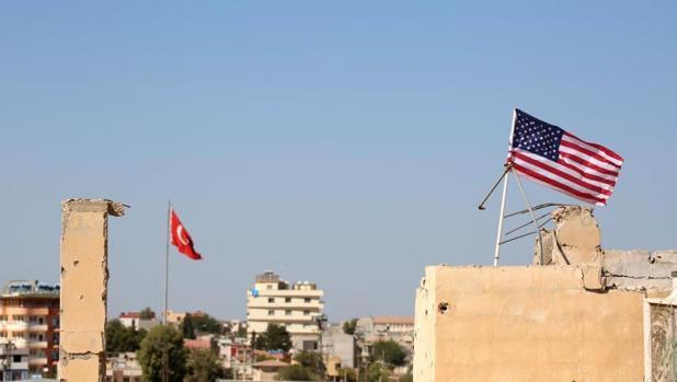 Bandera de Estados Unidos en la ciudad siria de Tal Abyad