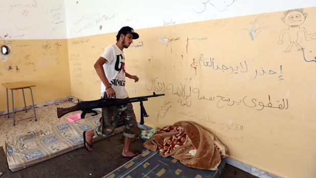 Fuerzas leales al gobierno respaldado por la ONU este lunes en el frente de Sirte, al este de Trípoli, donde combaten contra los yihadistas de Daesh