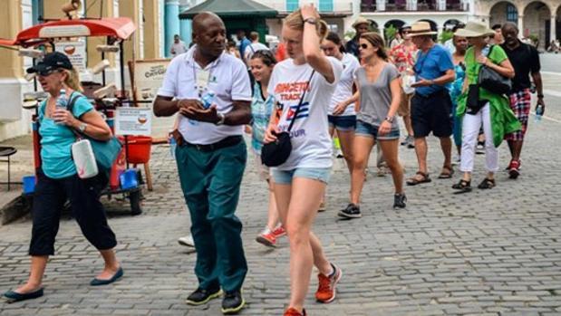 Turistas en pantalones cortos