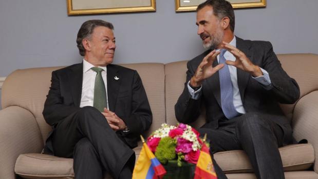 El Rey y el presidente de Colombia, Juan Manuel Santos, durante su encuentro en Nueva York