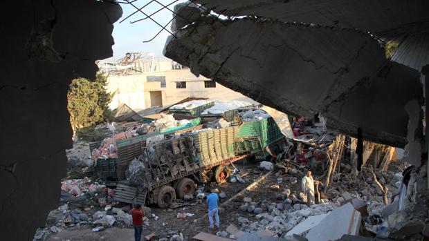 El ataque a un convoy de ayuda humanitaria este lunes en Alepo ha dejado 21 muertos