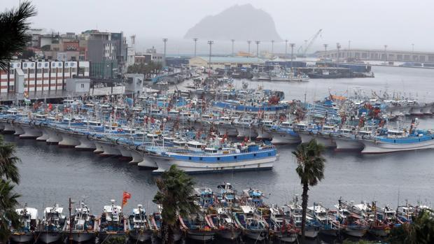 Puerto de Seoguipo, en la isla surcoreana de Jeju, muy visitada por los turistas