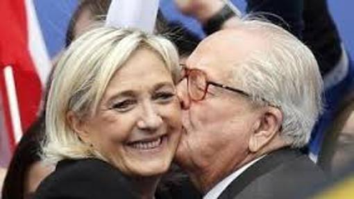 Jean Marie Le Pen, fundador del Frente nacional, y su hija